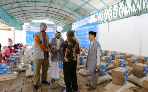 Pembagian Paket Sembako Yayasan Ash Shilah